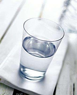 多喝水对白癜风的恢复有帮助吗
